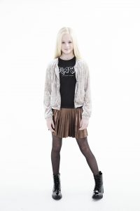 Frankie and Liberty, bronze plissee skirt, plissee rok brons, velvet jacket, candy velvet jacket, black is my happy colour, statement tee, teen girls fashion,