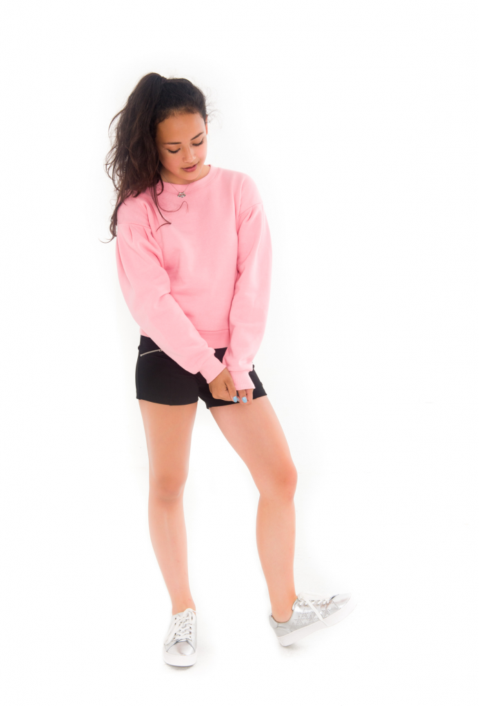 pink sweater, roze sweater, pofmouw sweater,spring 2018 teenfashion, tienermeiden mode, black short, zwarte highwaisted short