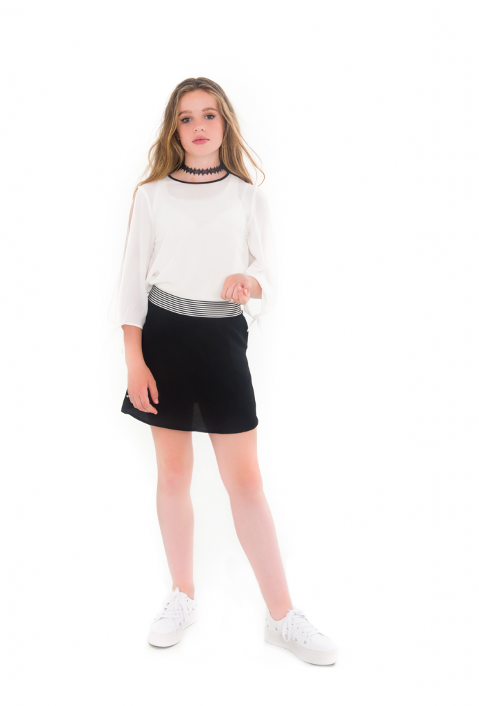 witte blouse, open bovenarmen, black skirt frankie & Liberty, tienermeiden mode , teenfashion,